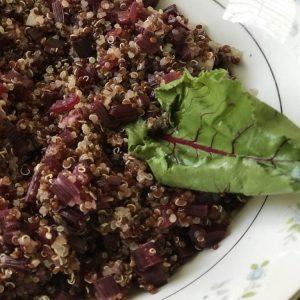 quinoa com talinhos de beterraba